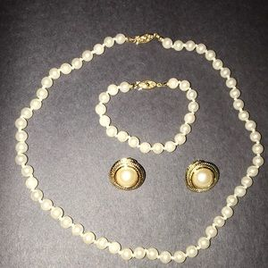 Pearl set perfect condition worn once
